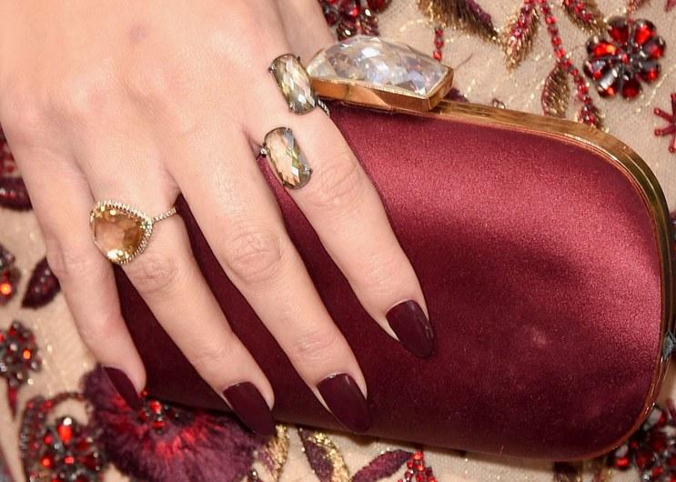 fashion-2016-02-chrissy-teigen-oscars-red-carpet-2016-lorraine-schwartz-rings-main