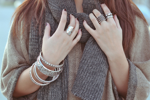 The Best Styles of Jewelry to Wear in Cold Weather